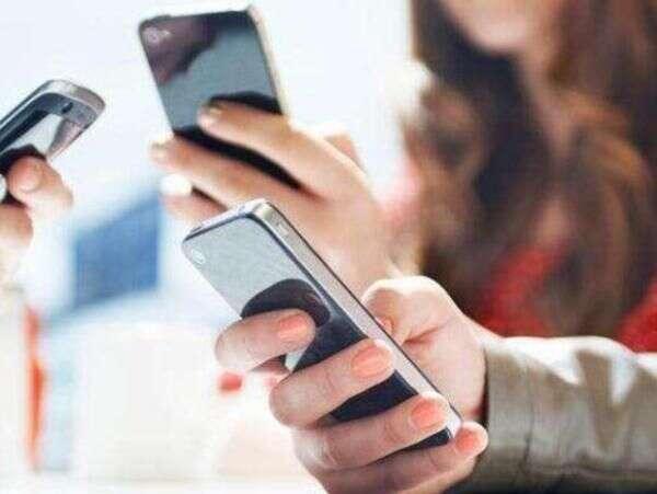 多地出台新规加强中小学生手机管理 重引导变堵为疏