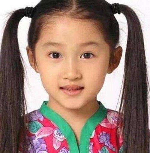 杨紫小时候可爱,杨幂小时候羞涩,看到她才明白什么是从小美到