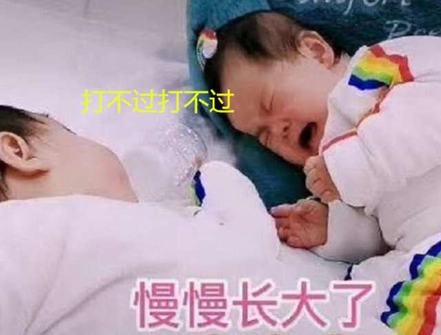 雙胞胎在媽媽腹中「打架」,見面后還要揪衣領,是不打不相識嗎?