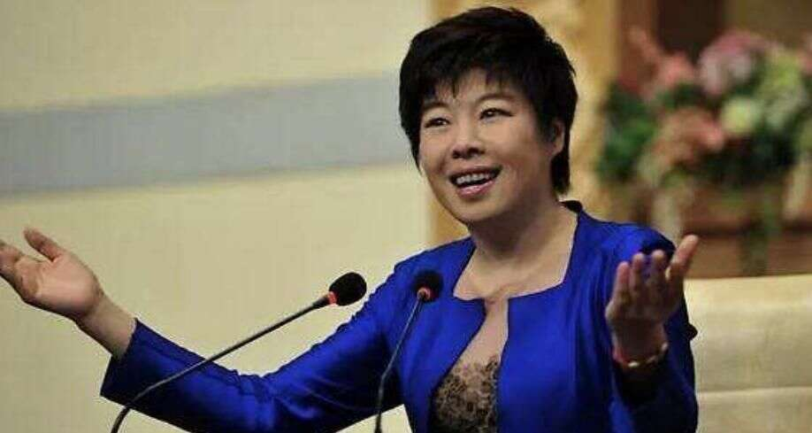她曾是知名主持人,因耍大牌被轰下台,今55岁生活落魄无人问津
