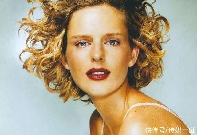 风靡时尚圈20年的传奇名模,老佛爷的灵感女神,50岁香消玉殒