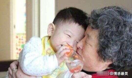 寶媽為何討厭婆婆抱孩子?無非這「3個」原因,特別是最後一個