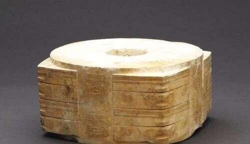 此玉被用来当做腌咸菜的缸子,乾隆大为叹息,后已成镇国玉器之首