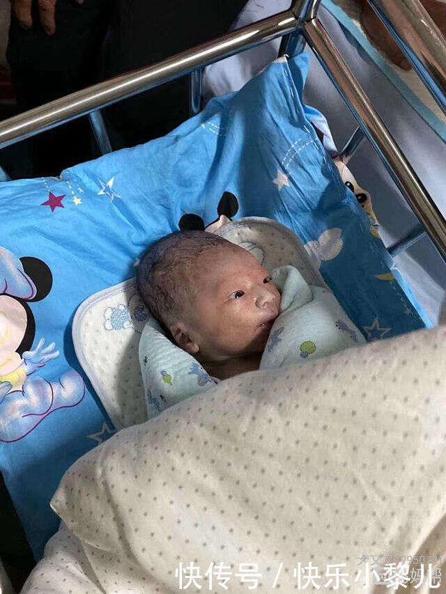 寶媽吐槽自己生了一顆「獼猴桃」,曬出寶寶照片后,網友恍然大悟