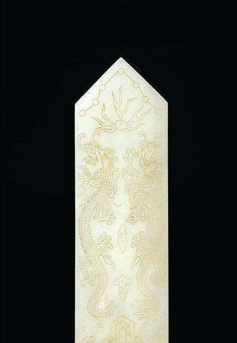 重溫古玩翡翠 帶你了解翡翠飾品的前生今世