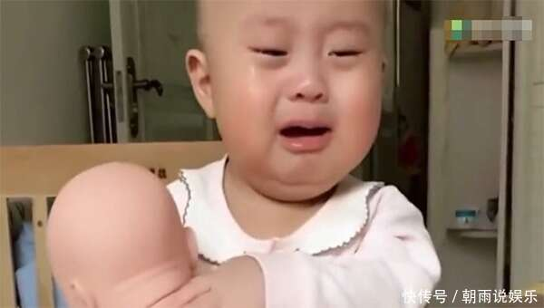寶媽忽悠兒子說給他生了一個妹妹,結果兒子看到妹妹的反應亮了